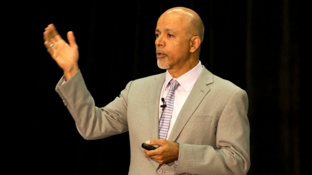 Abraham Verghese Shares Story of the EHR's Negative Consequences With Broader Audience